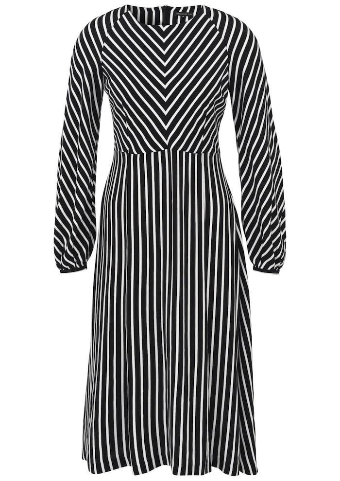 c6c732c9ee26 Långärmad klänning från Stockh lm med ballongärm. Klänningen har en något  utställd kjolsdel som ger ett fint fall, 699 kr, MQ.