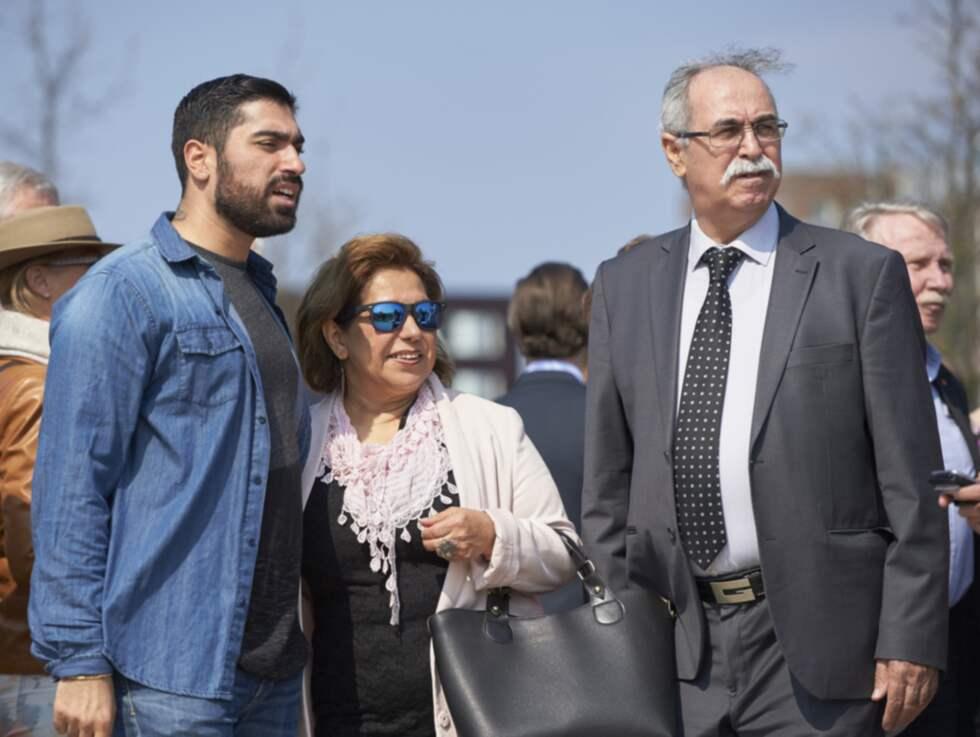 Siavosh Derakhti med sina föräldrar Foto: Stefan Lindblom/ Hbg-Bild