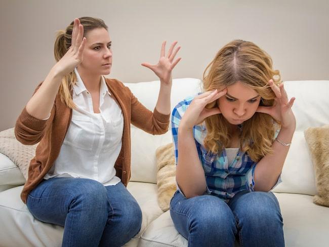 Psykologen ger sina bästa relationstips till tonårsföräldrar.