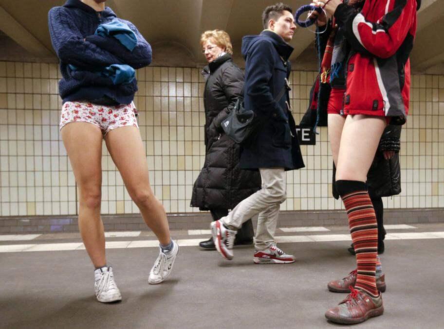 Bilder från den internationella byxfria dagen. Den här är tagen i Berlin. Foto: Fabrizio Bensch