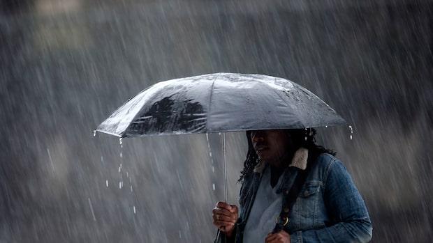 Vädret: Regnområde samt kallare luft sprider sig över landet