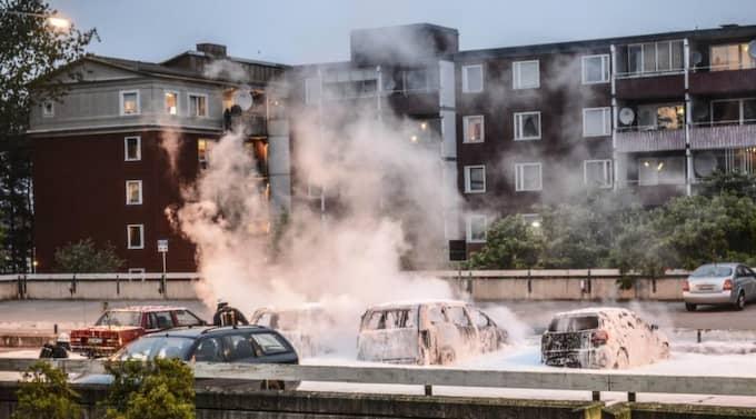 Det brinner i förorten. Men det finns mer konstruktiva sätt att protestera. Foto: Fredrik Sandberg / Scanpix