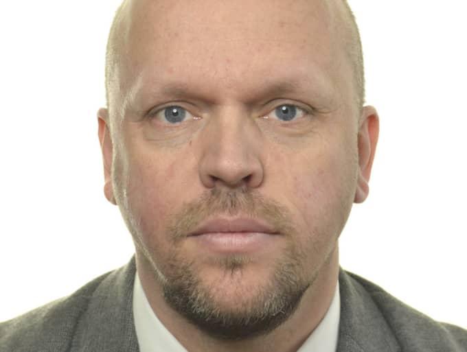 Dick Abrahamsson har fram till nu arbetat som politisk sekreterare i justitieutskottet.
