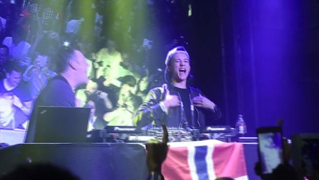 Här firar Frans efter succén i Eurovision song contest