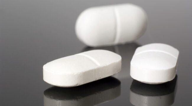 LIVSFARLIGT. Paracetamol är mycket farligt om man tar lite för mycket under längre tid.