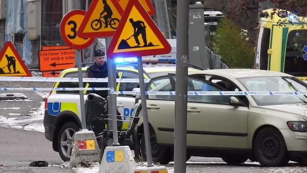 Skjutning mellan bilar – man död