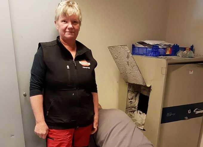 Eva Kristoffersson fick vänta i tio timmar på polisen efter att inbrottstjuvar sågat upp kassaskåpet i hennes butik och försvunnit med 200 000 kronor. Foto: ÅZA NEJNE
