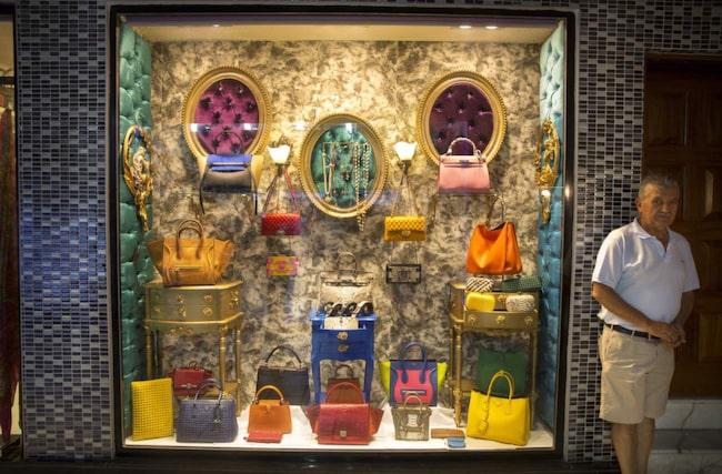 <span>Många turister åker in till staden Bodrum för shoppingen. Köp fina väskor i shoppingcentren Oasis eller Avenue.</span>