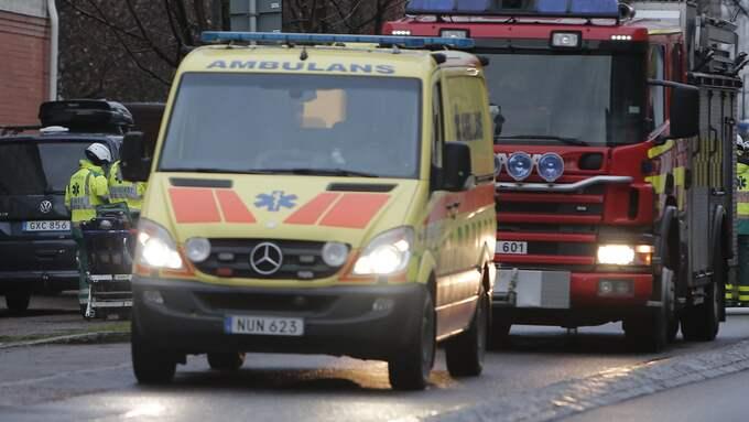 Ambulans och räddningstjänst kallades fram till platsen vid niotiden. Foto: HENRIK JANSSON