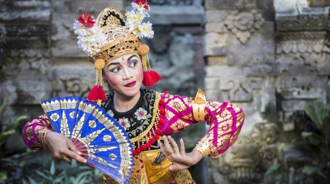 Vill du uppleva traditionell balinesisk dans kan du med fördel åka till staden Ubud, Balis centrum för konst, dans och musik. Staden har också blivit en oas för hälsointresserade människor från hela världen.