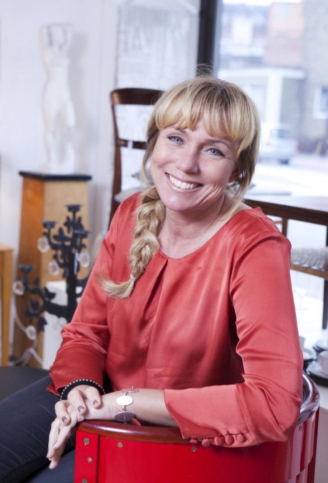 """Anne Lundberg ser varken sig själv som någon antikexpert eller en särskilt bra programledare. """"Grejen är att jag bara är mig själv, jag spelar inget spel"""", säger hon."""