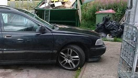 Rikard Ohlin tog en bild på bilen som ställde sig och blockerade varuintaget. Foto: PRIVAT